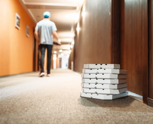 carton-boxes-with-pizza-at-the-door-of-customer-NLW8SFY-min
